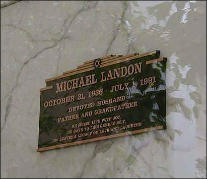 Deux années plus tard Michel Landon le rejoint aussi prématurément des suites d'un cancer du foie et du pancréas. Quel était son âge ?