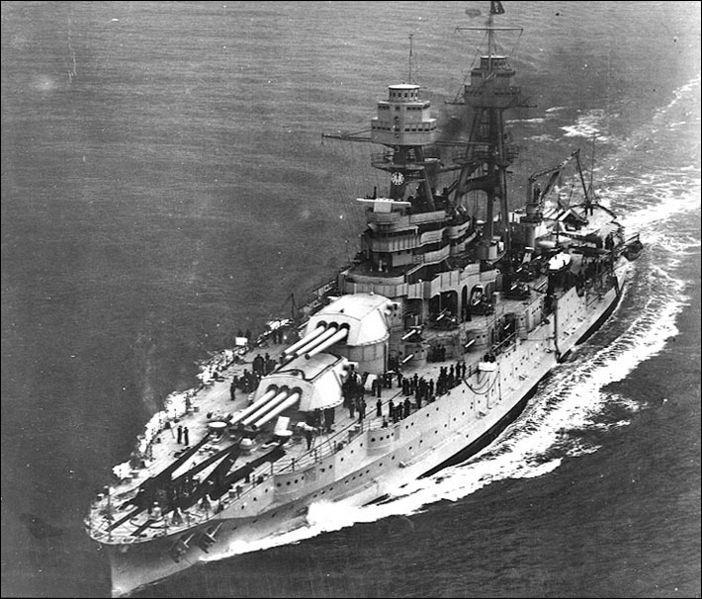 La flotte de guerre américaine dans la pacifique basee a Pear Harbor était composée de combien de cuirassés ?