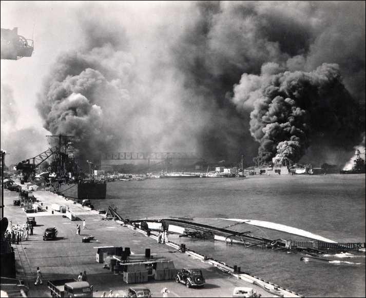 À quelle heure les premières bombes nipponnes furent larguées ?