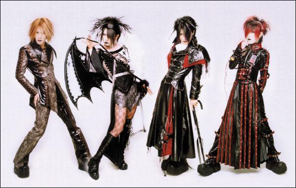 De quel groupe faisait parti Miyavi avant de se lancer dans une carrière solo ?