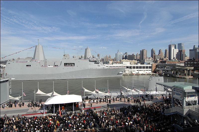 En septembre 2003, vingt-quatre tonnes d'acier récupérées sur le site du WTC sont utilisées pour la construction d'un navire de guerre baptisé en la mémoire des victimes