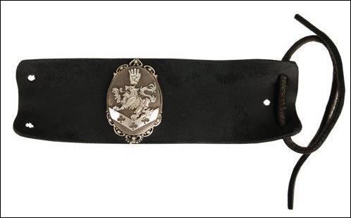 A qui appartient ce bracelet ?