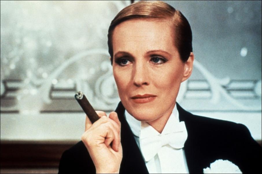 Dans quel film Julie Andrews joue un rôle d'homme et un rôle de femme ?