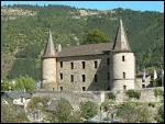 Cette jolie petite ville s'élève au pied de falaises dolomitiques de Rochefort, à la fois au contact du causse Méjean, des Cévennes et du mont Lozère, à l'entrée des gorges du Tarn.