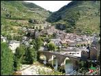 Le bourg s'étage à l'un des passages les plus resserrés des profondes gorges du Tarn. Des rues pavées de galets, une allure médiévale, c'est...