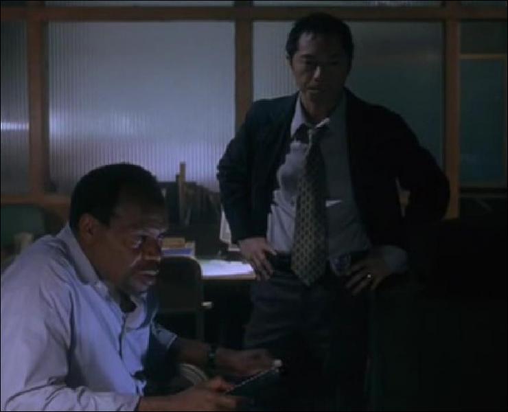 Quel détail de la vidéo perquisitionnée par la police indique à l'inspecteur Trapp où se trouve le repaire de Jigsaw ?