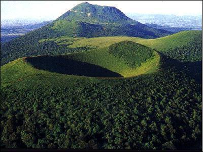Depuis quand les volcans d'Auvergne sont-ils éteints ?