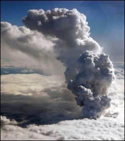 Avant son éruption le 20 mars 2010, combien d'années l'Eyjafjöll, ce volcan islandais qui a longuement perturbé le trafic aérien, était-il resté en sommeil ?