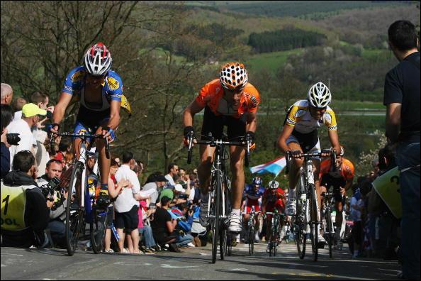Quels sont les 2 coureurs à s'être disputé la victoire dans liege-bastogne-liège 2010 ?