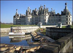 Le plus vaste des châteaux de la Loire, édifié entre 1519 et 1547 sur ordre de François 1er :