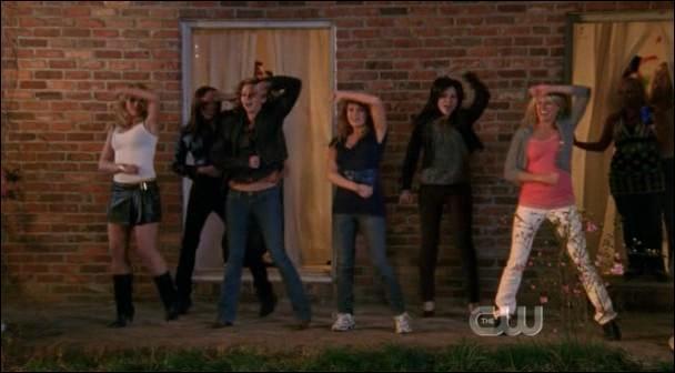 Sur quelle chanson dansent les filles dans le dernier épisode de la saison 4 ?
