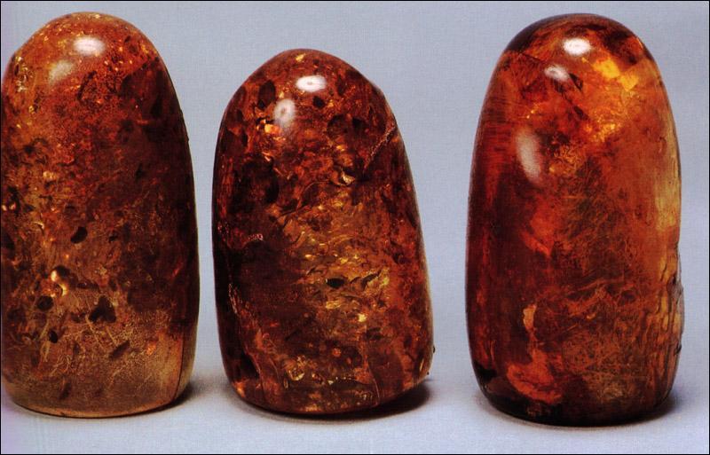 Comment s'appelle les pierres qu'Indy doit trouver dans le deuxième film ?