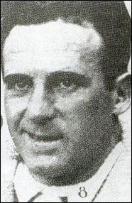 L'un des tous premiers héros de la coupe du monde, il la remporte en 1930 avec l'Uruguay, c'est ?