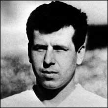 Meneur de jeu tchécoslovaque qui faillit faire remporter le titre suprême à son équipe, c'est ?