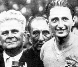 Transalpin et champion du monde, il fut l'une des terreurs des gardiens de but pendant la coupe du monde 1938 en France, c'est (à droite) ?