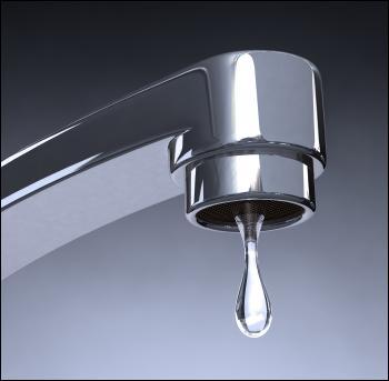 Un robinet qui goutte représente une perte de combien de litres par jour ?