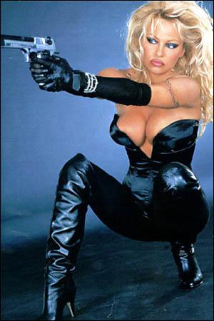 Quel est le nom de l'heroïne qu'interpréte Pamela Anderson dans l'adaption d'un comics parut chez Dark Horse ?