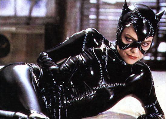 Qui laisse Sélina Kyle pour morte avant qu'elle ne devienne Catwoman ?