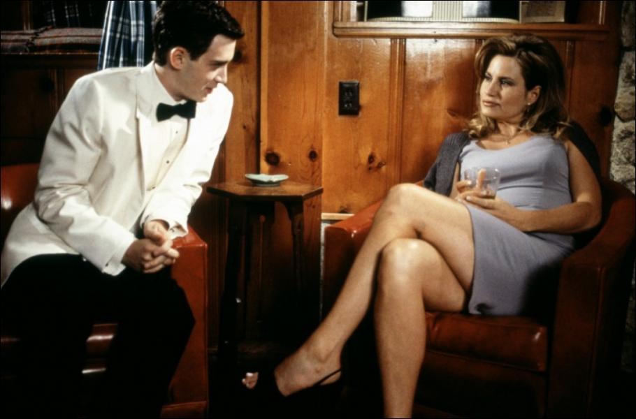 Dans le premier American Pie, où se concrétise l'aventure entre Finch et la maman de Stifler ?