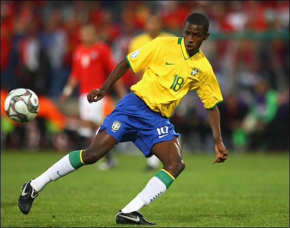 L'international brésilien Ramires a signé dans le club londonien de Chelsea, en provenance du Benfica Lisbonne, pour un montant de...
