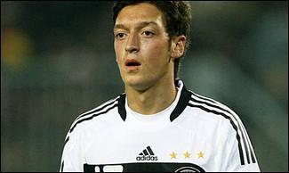 Mesut Ozil a signé...