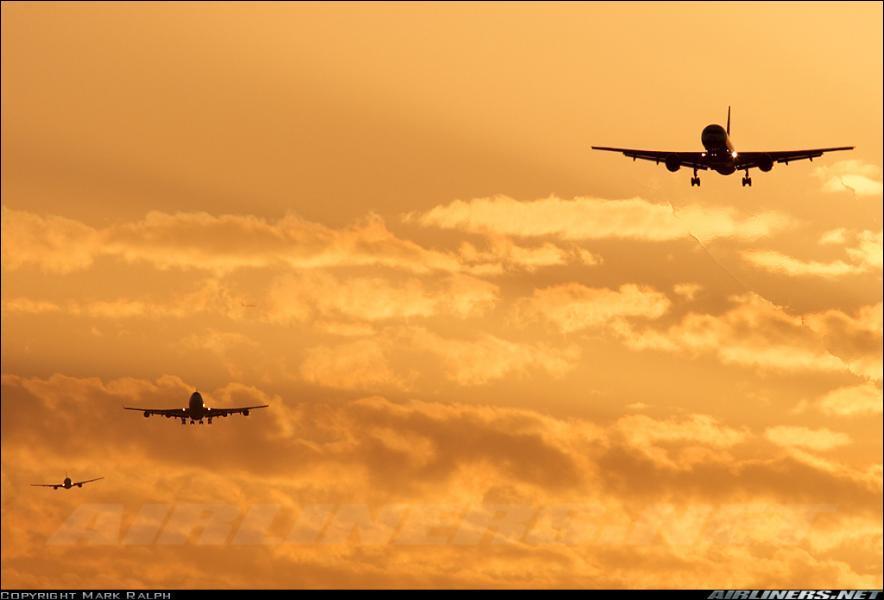 Quel est l'intrus entre ces trois avions ? Pourquoi ?