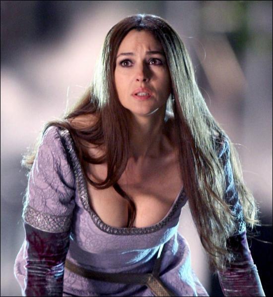 Qui incarne Veronica, la troisième disciple de Merlin, et grand amour de Blake ?