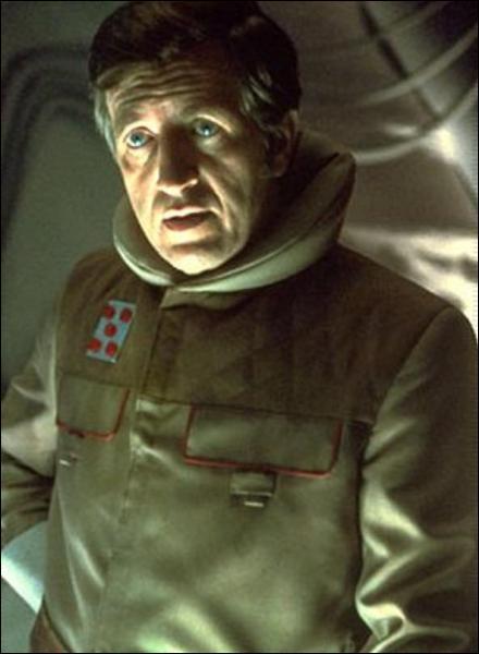 Quel était le nom du commandant de la base échos sur Hoth ?