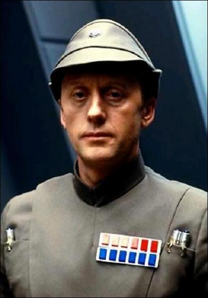 Quel était le grade de l'amiral Piett avant sa promotion ?