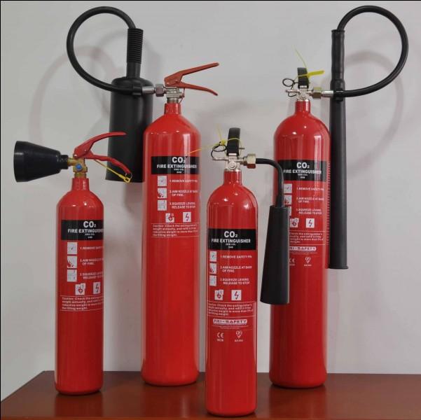 Puis-je utiliser ces extincteurs sur les feux de classe A ?