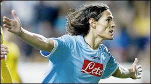 """Finalement, le nouveau record absolu des transferts en France a été pulvérisé par le PSG qui a mis la somme de 64 M pour s'offrir la star Edinson Cavani. Combien a-t-il """"planté"""" de buts en championnat lors de ses 3 saisons passées à Naples ?"""