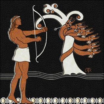 Après être allé voir les Naïades, il rend visite à Nérée, dieu marin primitif. En quoi ne se métamorphose-t-il pas lors du duel avec Héraclès ?