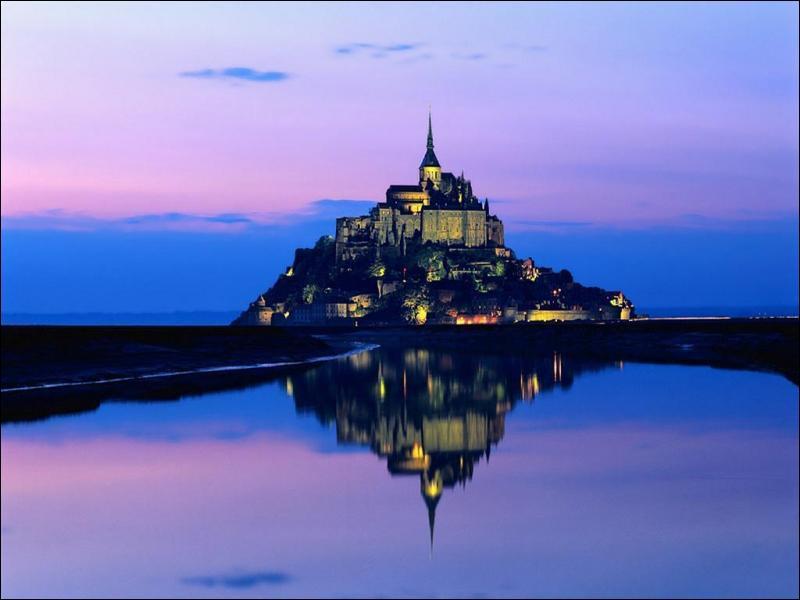 Le Mont-Saint-Michel est situé à l'est de l'embouchure de quel cours d'eau ?