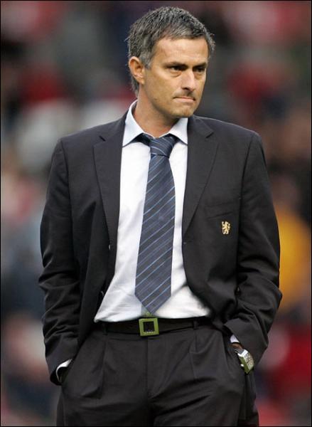 Quel club entraîne à l'heure actuelle José Mourinho ?