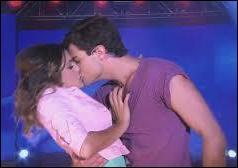 Quels sont les prénoms des personnages qui s'embrassent ?