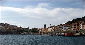 Petite ville des Pyrénées Orientales, son Fort Béart domine la baie de Paulilles :