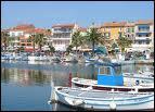Après avoir pris un bain de mer sur la plage de Renécros, on dégustera les vins de cette ville, AOC depuis 1941 :