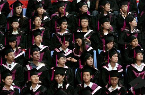 Face à un appétit sexuel grandissant à l'adolescence, les élèves chinois sont incités à...