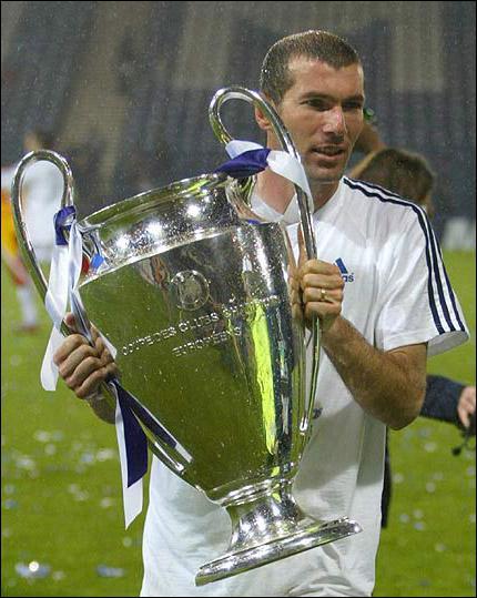 Le plus beau but de la carrière de Zidane : La fameuse 'volée de Glasgow', en finale de la Ligue des Champions 2001/2002. C'était...