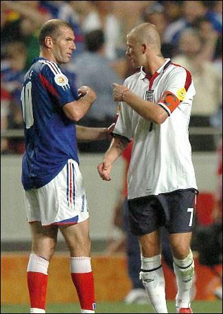 Euro 2004... un doublé dans les arrêts de jeu du match contre l'Angleterre pour offrir un succés 2-1 inespéré aux bleus. Comment marqua t-il ?