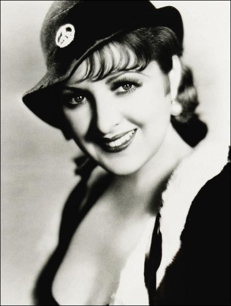 L'une des premières actrices du parlant, sa liaison avec Howard Hugues dura trois ans :