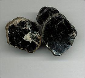 C'est un minerai facilement divisible en lamelle. C'est aussi un bon isolant électrique. C'est. .