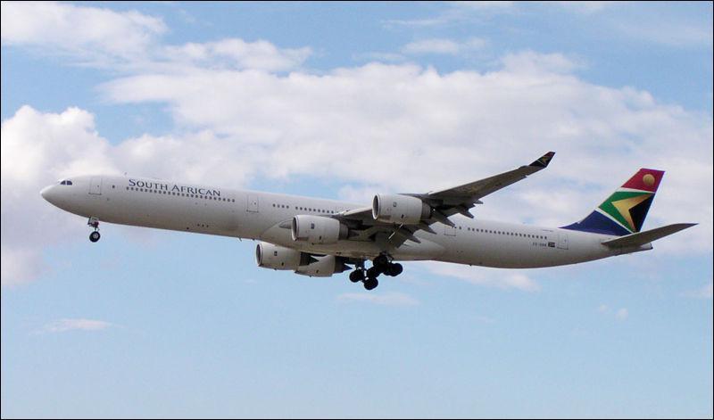 Equipé de 4 réacteurs, cet avion peut emmener jusqu'à 300 passagers :
