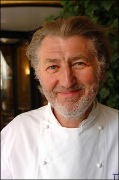 Posséde plusieurs restaurants dans le monde, la plupart porte son nom (Tokyo, Paris), mais il y a aussi ' Le Sketch' à Londres, 'Reflets' à Dubaï.
