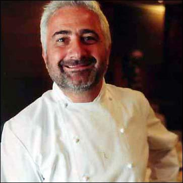 Possède son restaurant à Paris dans le 17 éme.