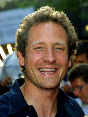 Sam Robards est Howard Archibald. Dans quel film de Steven Spielberg adoptait-il un petit enfant mécanique nommé David ?