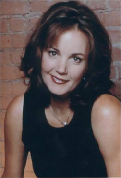 Margaret Colin est Eleanor Waldorf, la mère de Blair. Dans quel film incarnait-elle la femme de Jeff Goldblum alors que le monde se faisait durement attaquer par les ET ?