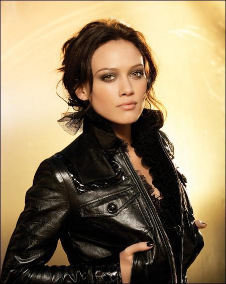 Hilary Duff incarne la petite-amie de Dan le temps de quelques épisodes. Dans quel film, revisitant le mythe de Cendrillon, a-t-elle joué ?