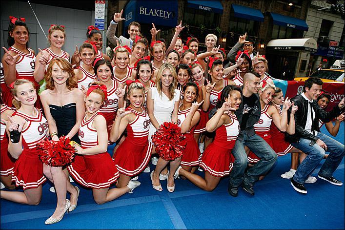 Qui se fait renvoyer des Cheerleaders par Sue Sylvester dans la saison 1 ?