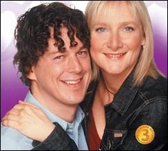 De quelle nationalité est la série 'Bob et Rose' qui met en scène le coup de foudre d'un homosexuel, Bob, et d'une trentenaire hétérosexuelle, Rose ?